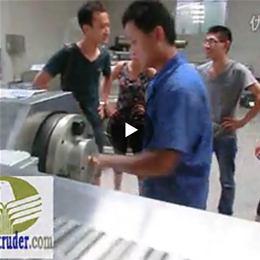Installation-Twin screw extruder screws cleaning